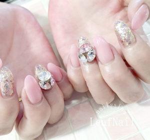 担当YUKI スカルプ+桜色+ストーンネイル